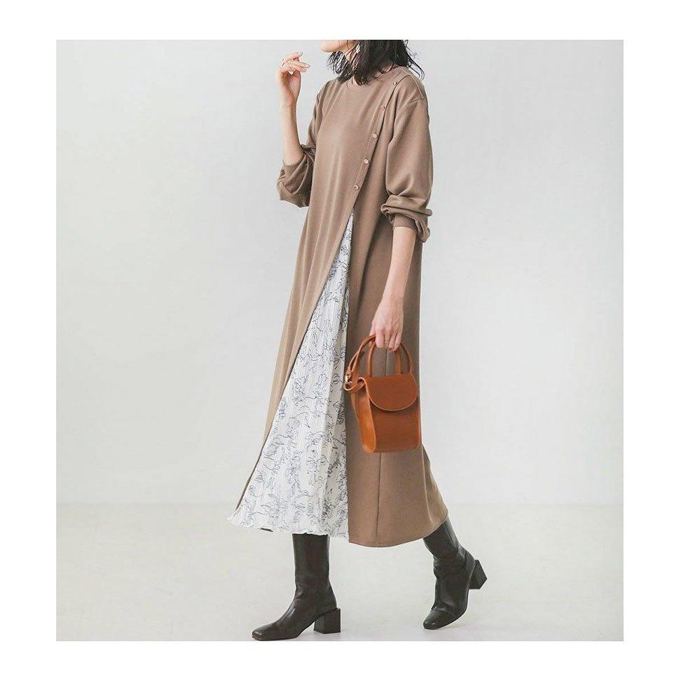 【BouJeloud】大人気のサイドスリットボタン付きワンピースなど、おすすめ!人気!プチプライスで上品なファッションアイテムの通販 おすすめで人気の流行・トレンド、ファッションの通販商品 メンズファッション・キッズファッション・インテリア・家具・レディースファッション・服の通販 founy(ファニー) https://founy.com/ 【ブージュルード/Bou Jeloud】 トレンドファッション・スタイル  Fashion trends ブランド Brand ファッション Fashion レディースファッション WOMEN ワンピース Dress トップス カットソー Tops Tshirt プルオーバー Pullover スカート Skirt デニムスカート Denim Skirts アンクル 春 Spring 秋 Autumn/Fall 切替 スリット 長袖 バランス プリーツ 半袖 リラックス プチプライス・低価格 Affordable おすすめ Recommend コンパクト スウェット デニム シアー ジャケット パーカー 今季 |ID:stp329100000000080