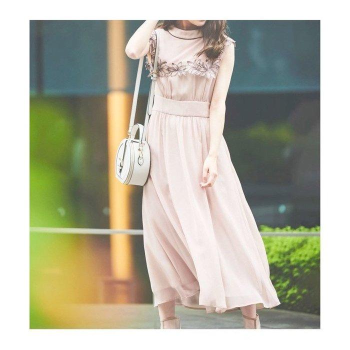 【ノエラ / Noela】大きなセーラーカラーがトレンド感をプラスし、フラワー刺繍が目を惹くワンピースなど、おすすめ!注目の人気トレンドファッションアイテム 人気、トレンドファッション・服の通販 founy(ファニー) 【ノエラ/Noela】 トレンドファッション・スタイル  Fashion Trends ブランド Brand ファッション Fashion レディースファッション WOMEN ワンピース Dress スカート Skirt Aライン/フレアスカート Flared A-Line Skirts トップス・カットソー Tops/Tshirt シャツ/ブラウス Shirts/Blouses ボリュームスリーブ / フリル袖 Volume Sleeve トレンド ノースリーブ フラワー リラックス シューズ ミックス NEW・新作・新着・新入荷 New Arrivals フレア ロング インナー シアー 半袖 シフォン プリント |ID:stp329100000000438