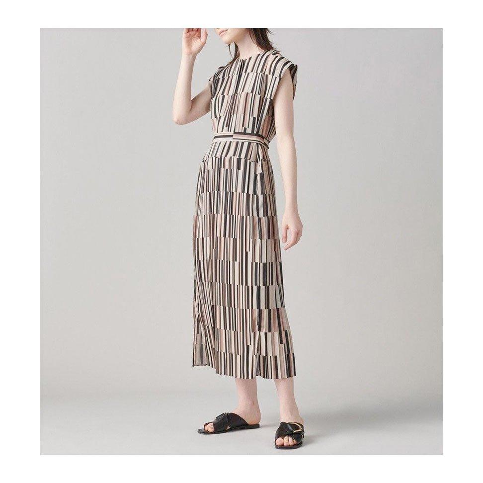 【ジョゼフ / JOSEPH】ノースリーブシャツにプリーツスカートを組み合わせたドレスなど、おすすめ!注目の人気トレンドファッションアイテム おすすめで人気の流行・トレンド、ファッションの通販商品 インテリア・家具・メンズファッション・キッズファッション・レディースファッション・服の通販 founy(ファニー) https://founy.com/ 【ジョゼフ/JOSEPH】 トレンドファッション・スタイル  Fashion Trends ブランド Brand ファッション Fashion レディースファッション WOMEN ワンピース Dress ドレス Party Dresses パンツ Pants スカート Skirt 送料無料 Free Shipping ジョーゼット ストライプ ドレス ノースリーブ パターン プリント プリーツ モダン 洗える ストレッチ センター 定番 Standard 人気 フィット ミドル ヨーク 台形 パッチ ポケット リラックス  ID:stp329100000000467